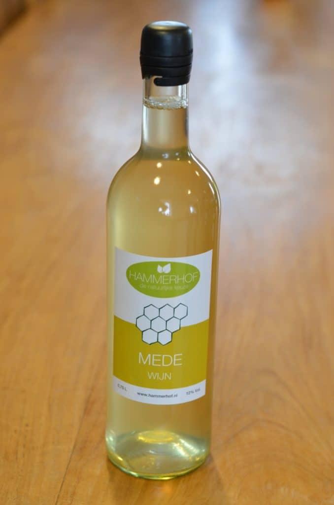 een fles droge mede wijn van Hammerhof